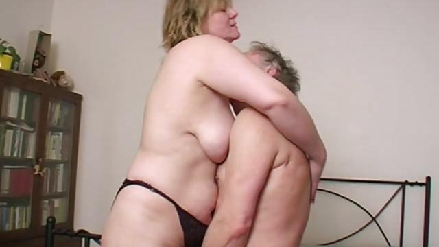 Nude grannys taking it deep